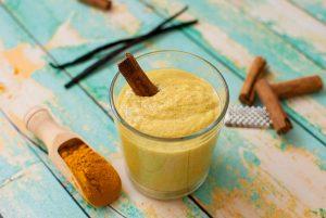 turmeric smoothie with cinnamon
